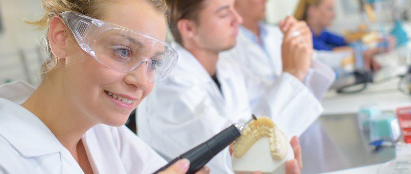 Zahnersatzmaterial Vergleich