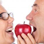 Zahnpflege: Tipps für gesunde Zähne bis ins hohe Alter